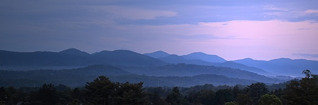 a long panoramic shot of the blue ridge mountains.